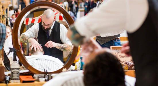 Mobiele barbier of schoenenpoetser inhuren op uw evenement