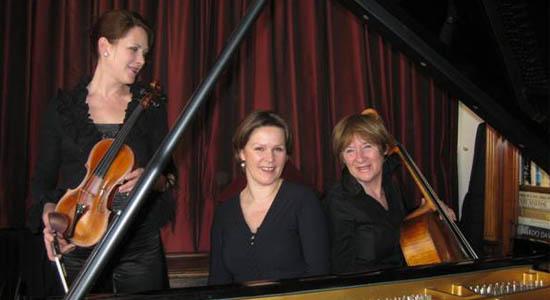 Klassiek ensemble Divertimento, dames trio bestaande uit viool, cello en piano