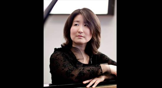 Klassiek pianiste Noriko Yabe met haar prachtige pianomuziek