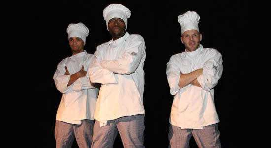 Openingsact diner met breakdansers verkleed als koks