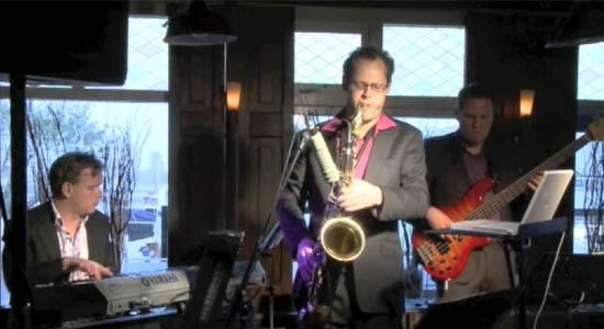 Monkey Jazz lounge trio: saxofoon, toetsen en basgitaar