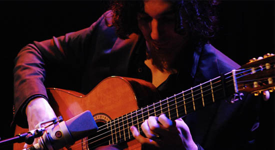 Flamenco gitarist Ramón Arturo, als duo in Flamenco duo Arturo