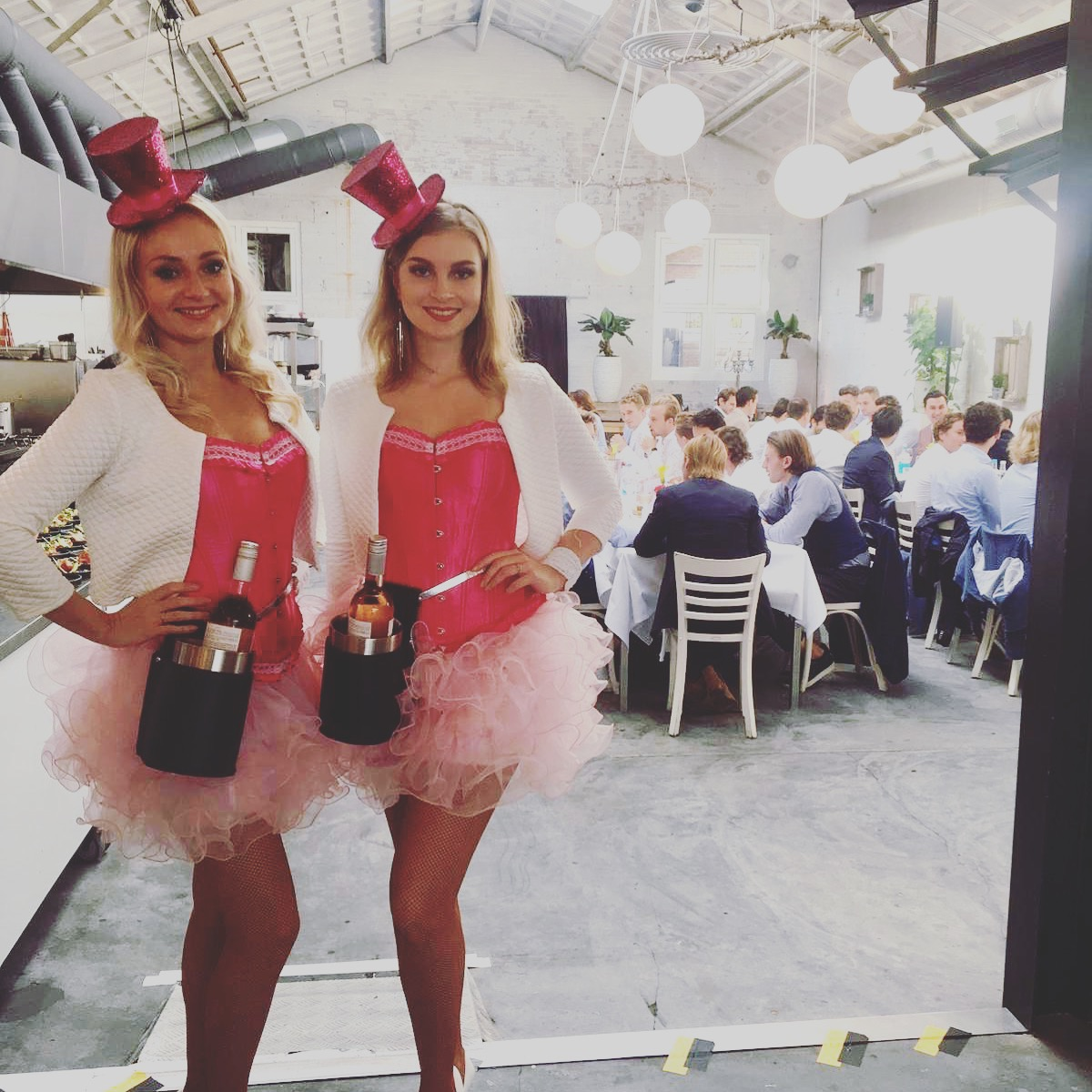 Rosé meisjes. hostesses in rosé thema