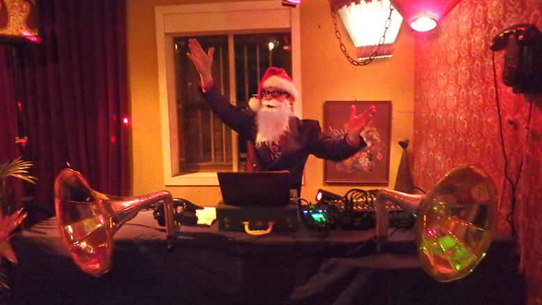Kerst DJ, retro DJ Charley