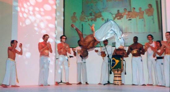 Braziliaanse percussie en Capoeira act