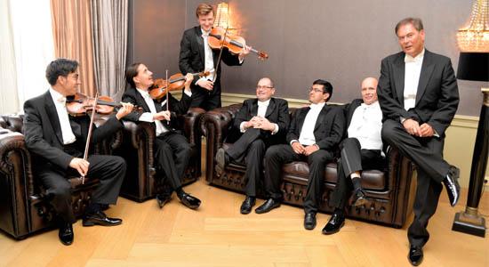 Salonorkest MasQué doet de glorietijd van van Charlie Chaplin, Greta Garbo, de Cotton Club etc. herleven.