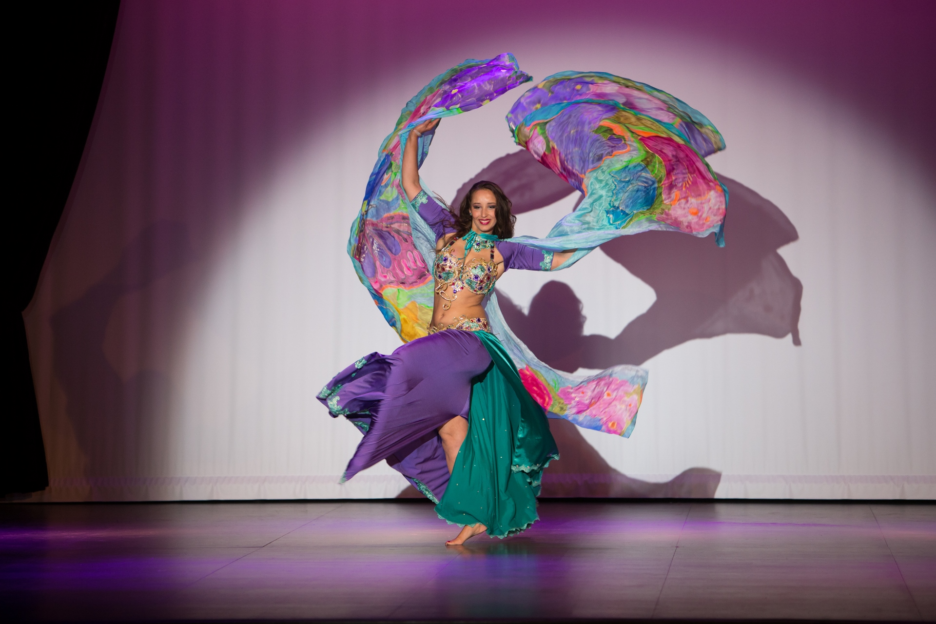 Bellydance act with vales