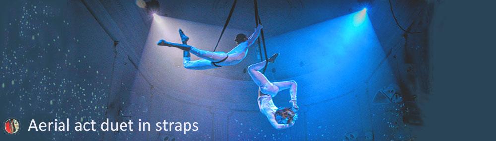 Luchtacrobaten aerial act in straps duet openingsact